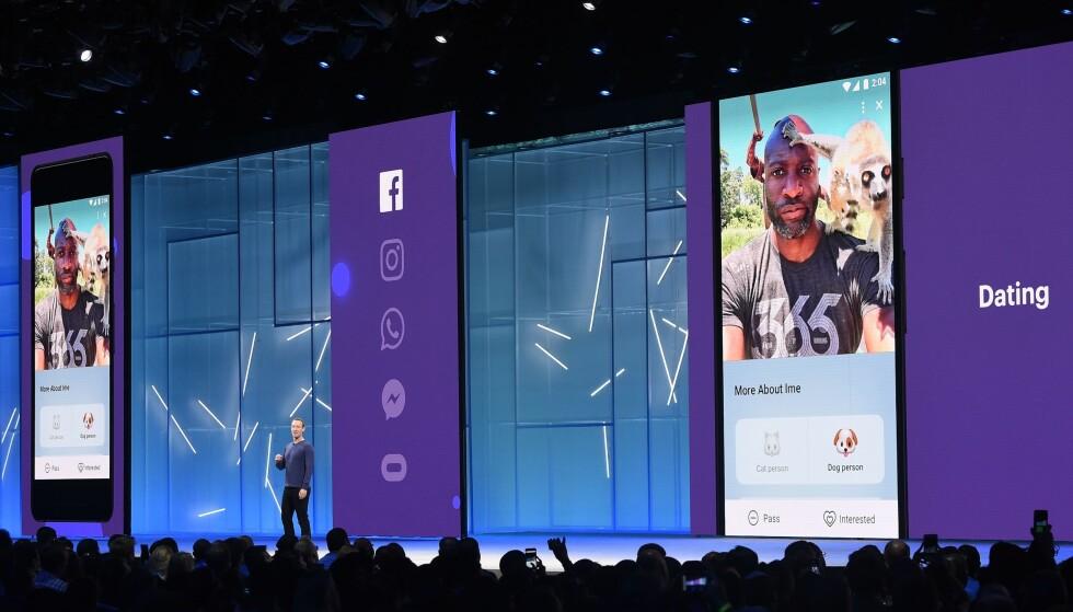 <strong>LANSERER TINDER-KONKURRENT:</strong> Facebook-sjef Mark Zuckerberg viser frem selskapets nye datingfunksjon på sin årlige utviklerkonferanse F8 i San Jose i California tirsdag kveld norsk tid. Foto: Josh Edelson/AFP/NTB Scanpix