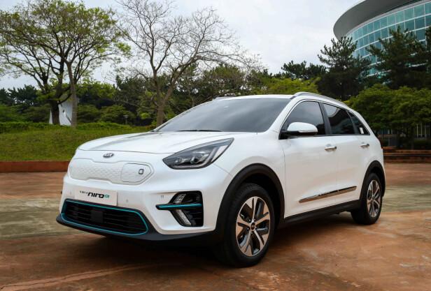 VIST I KOREA: Niro Electric blir vist i anledning elbilmessen i Jeju i Sør-Korea. Hit kommer den først mot slutten av året. Foto: Kia