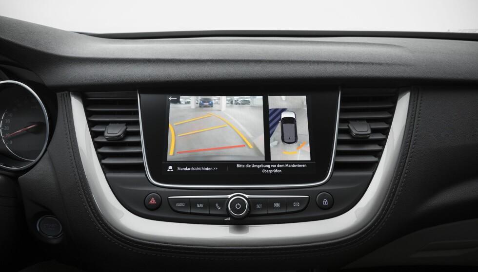 RYGGEKAMERA: Slik ser det ut i Opel Grandland X når man kobler inn revers. Foto: Knut Moberg