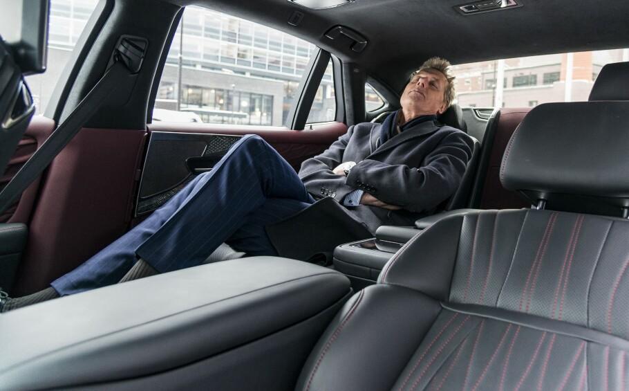 LUKSUS: Massasje og nedfellbare seter gjør moderne biler ekstra komfortable. Men mye av det nye ekstrautstyret er både kjekkere og viktigere enn dette. Foto: Jamieson Pothecary