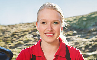 GJENBRUK: Slokk brikettene og bruk de på nytt, tipser markedssjef i Weber, Siv-Elise Friestad. Foto: Weber