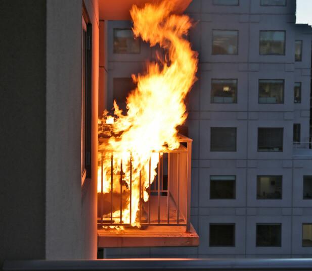 <strong>STORE SKADER:</strong> Konsekvensene av en brann i en gassgrill kan bli store dersom du bor i blokk eller bygård. Foto: Shutterstock / NTB Scanpix