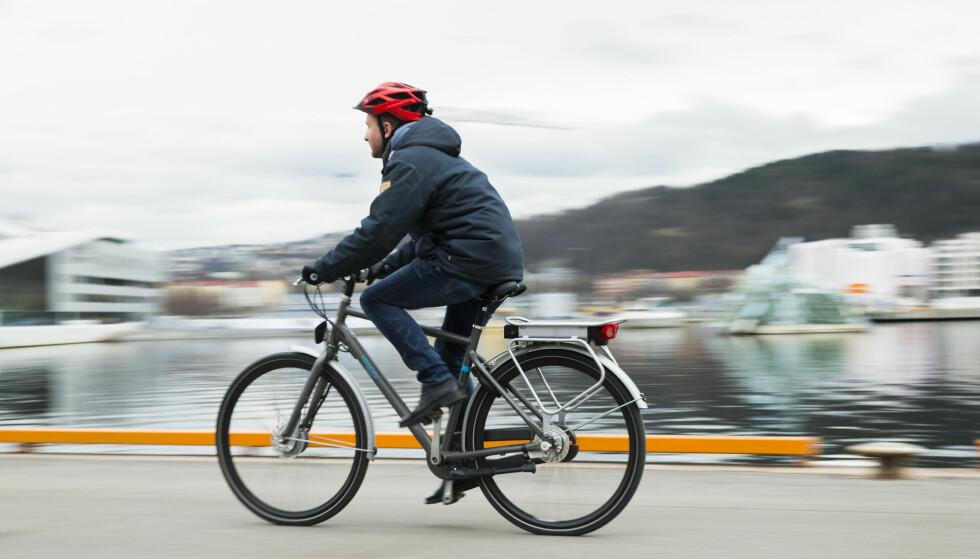 IKKE FARTSFANTOMER: Elsyklister sykler bare litt fortere enn vanlige syklister. De er heller ikke mer utsatt for ulykker, viser ny undersøkelse. Foto: Berit Roald/NTB scanpix