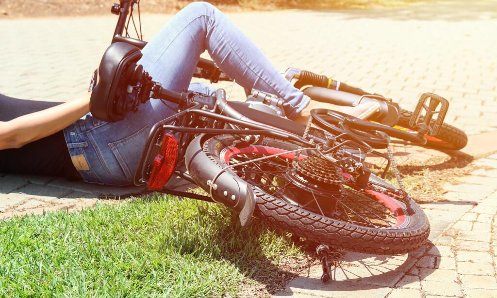 SAMME RISIKO: Elsyklister blir ikke oftere utsatt for trafikkuhell enn vanlige syklister. Ifølge TØI-rapporten er vanligste ulykkesårsak trikkeskinner, fortauskanter og hull i veibanen. Foto: Stav Krikst/Shutterstock/NTB scanpix