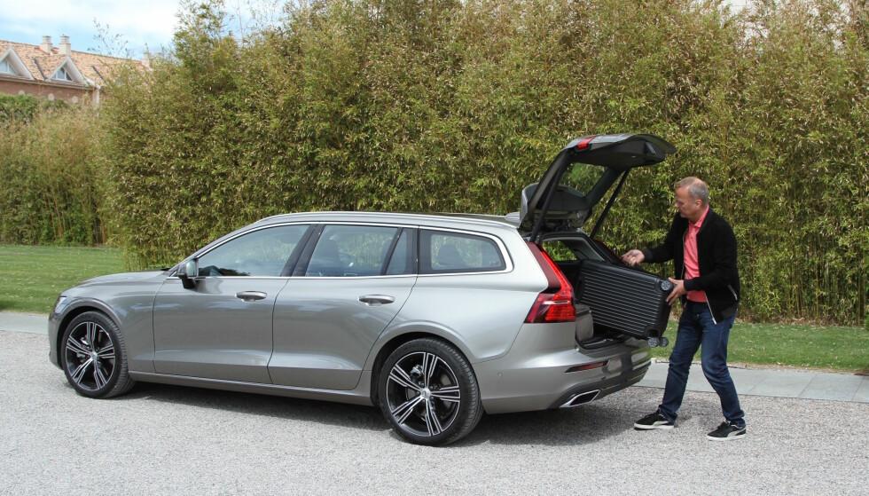 BYGGES I GØTEBORG: Selv om Volvo har kinesiske eiere, går fabrikken i Gøteborg for fullt med XC90, XC60 og V90. Også nye V60 skal bygges her og blir således en ekte svenske. Foto: Rune Korsvoll