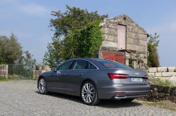 EN PEN BIL: Vi synes Audi har lykkes med den visuelle harmonien nye A6 utstråler og etter vår mening er linjeføringen mer vellykket enn på A7. Foto: Knut Moberg