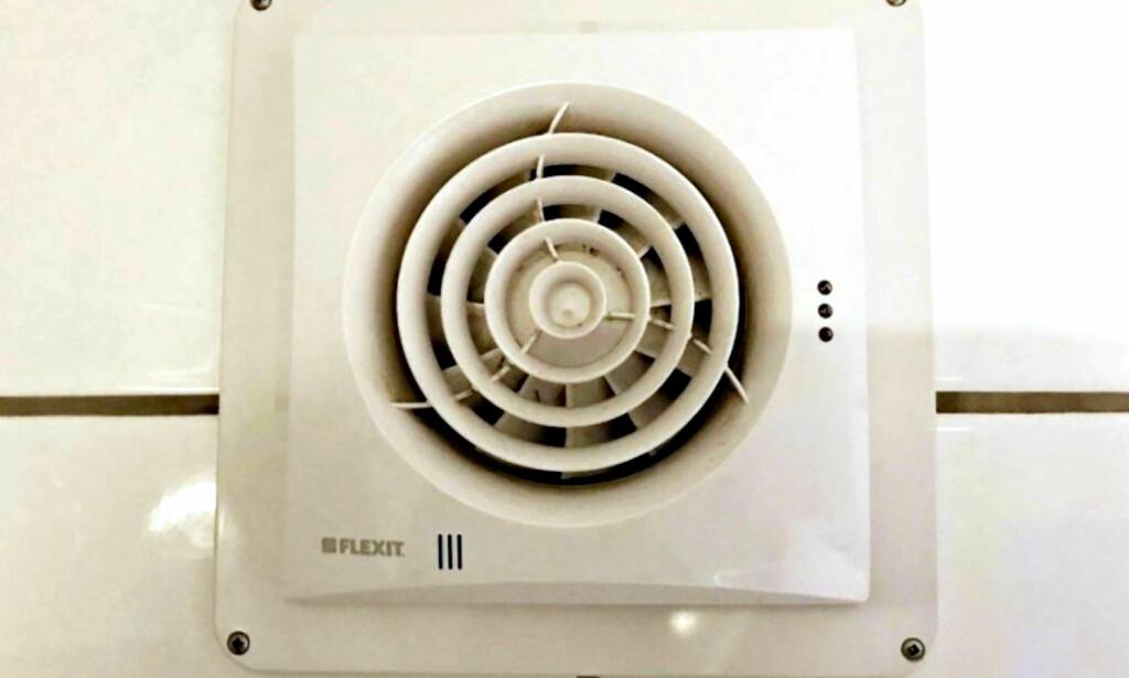 BRANNFARLIG: Sjekk om du har en av de brannfarlige viftene på ditt bad. Foto: Vestfold Interkommunale Brannvesen
