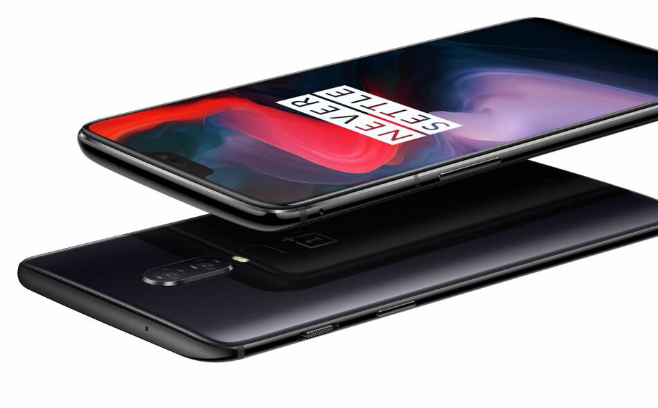 MYE FOR PENGENE: Nye OnePlus 6 har spesifikasjoner som en toppmodell, men er prissatt som en mellomklasse-mobil. Foto: Produsenten