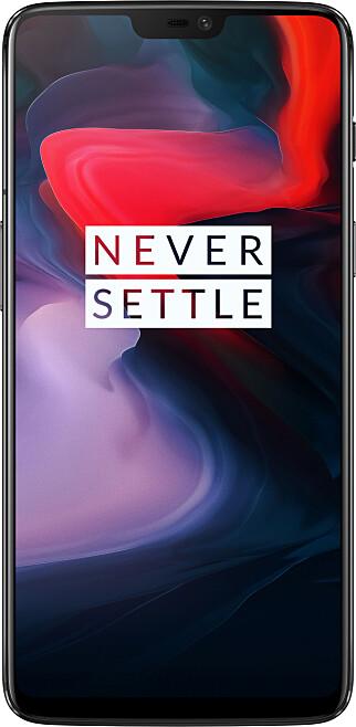 """6,28 TOMMER: OnePlus 6 har en skjerm på over 6 tommer. Den har også en """"notch"""" øverst, slik vi kjenner fra Apples iPhone X. Det skal imidlertid være mulig å skru den av i innstillingene, slik at hele linja øverst er svart (ikke bare fliken i midten). Foto: Produsenten"""