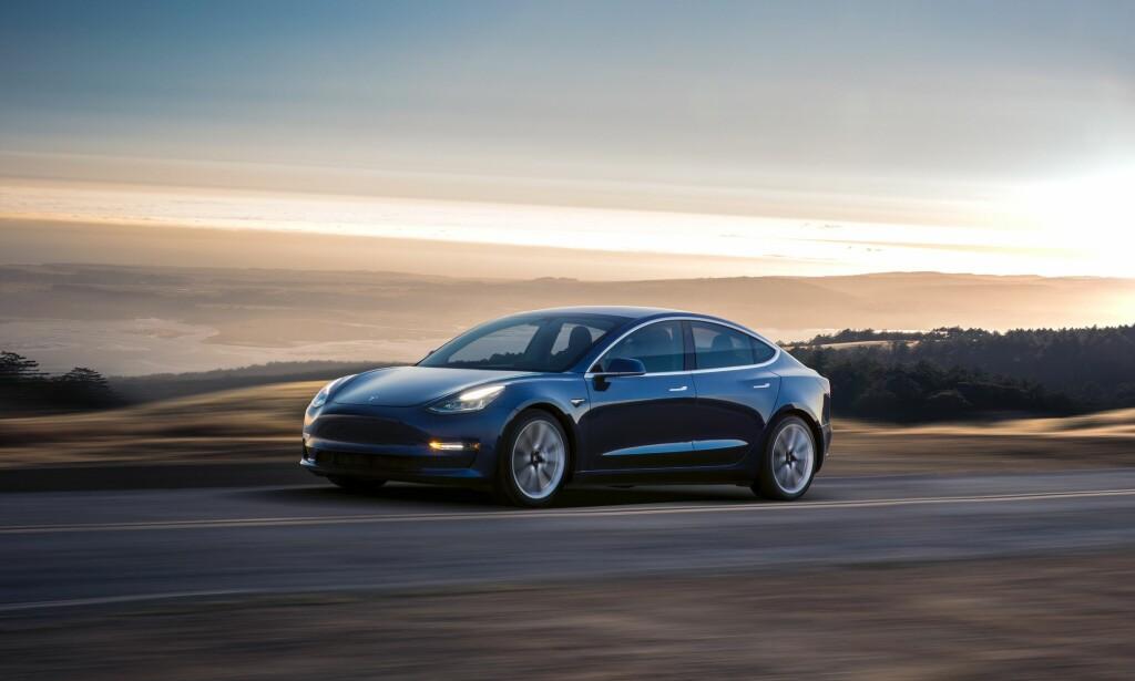 NÆRMER SEG: Tesla Model 3 er den neste, og rimeligere, modellen fra den amerikanske bilprodusenten. Til Norge kommer den til neste år. Foto: Tesla