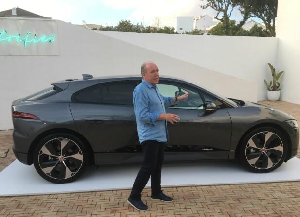 HAN DESIGNET DEN: Ian Callum er en legende blant bildesignere. Her forklarer han i detalj hvordan hans nyeste baby ble til og hvor inspirerende det var å kunne jobbe med helt nye tekniske forutsetninger. Foto: Knut Moberg