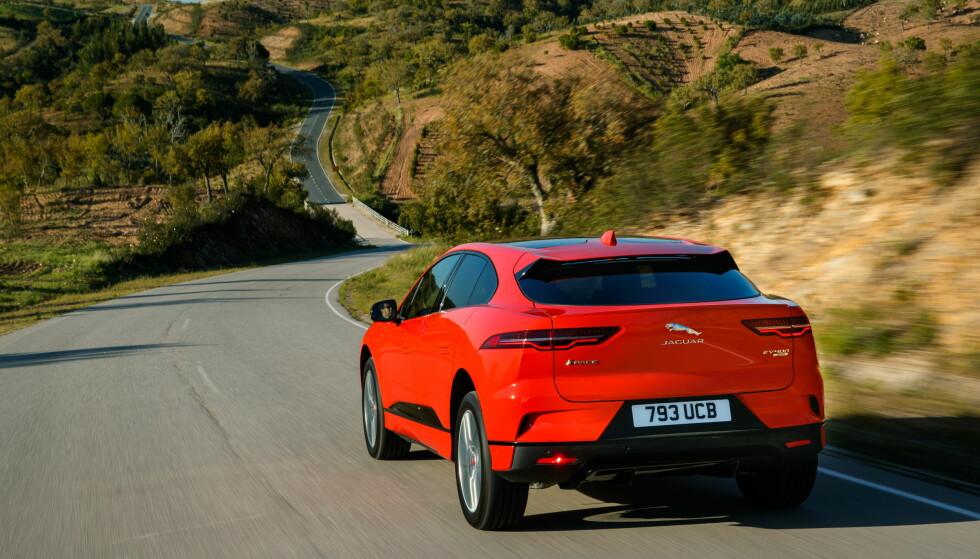 EL-SUV-EN PÅ VEIEN: 2016 er året da Jaguar brøt et siste tabu etter diesel og stasjonsvogner, og lanserte en SUV, F-Pace. Et siste? Finnes det flere av et ærverdig luksusmerkes tradisjoner man kan svikte? Å ja, da! En elbil! Nei, vent litt - vi overbyr den: En elektrisk SUV! )
