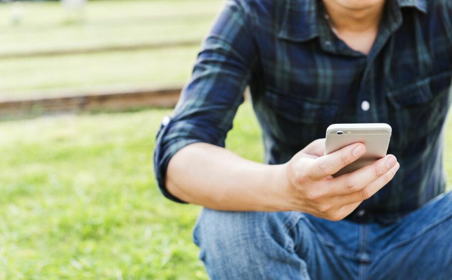 MER MOBILSURFING: Vi bruker stadig mer mobildata, men frem til nå har ingen mobiloperatører tilbudt abonnement med fri bruk av data. Det vil Chili Mobil ha en slutt på. Foto: Shutterstock/NTB Scanpix