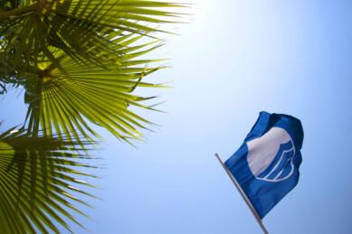BLÅTT FLAGG: Alle Blått Flagg-strendene er utstyrt med et slikt flagg. Foto: Shutterstock/NTB scanpix