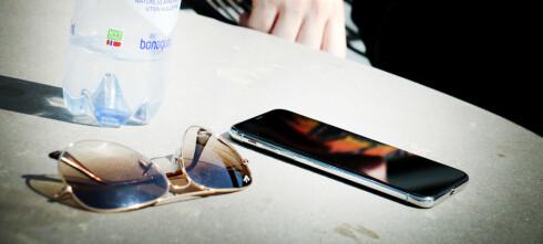 Ikke la mobilen ligge i sola