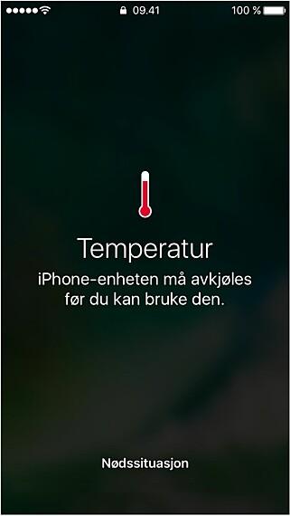 TEMPERATURVARSEL: Hvis en iPhone overskrider en bestemt temperaturterskel, kommer dette varselet opp, og mobilen kan ikke bruks til annet enn å ringe nødnummer. Skjermbilde: Apple