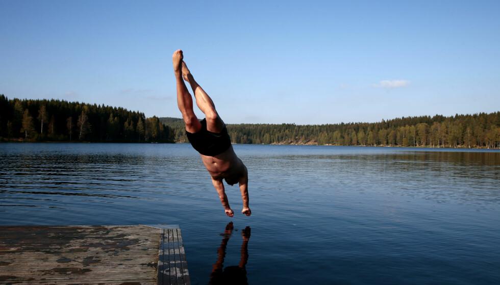 HVOR VARMT ER DET I VANNET NÅ? Vi forteller deg hvor du kan sjekke badetemperaturene i Norge nå. Og ja, det er steder som melder om 20 grader allerede! Foto: Håkon Mosvold Larsen / NTB scanpix