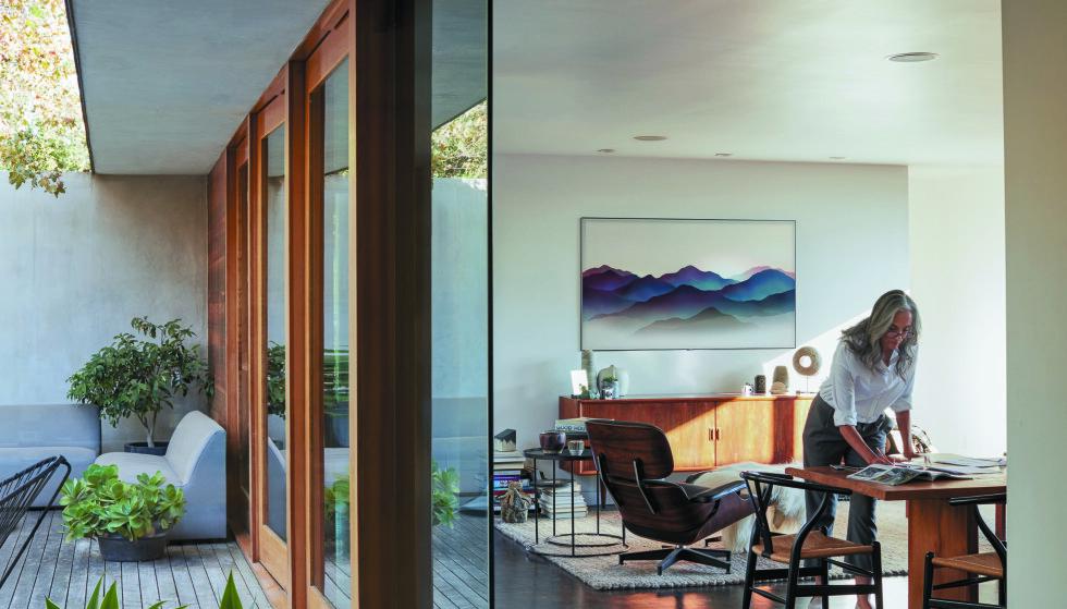 GLIR INN: Ambient Mode sikrer at TV-en alltid er dekorativ, som et bilde på veggen.