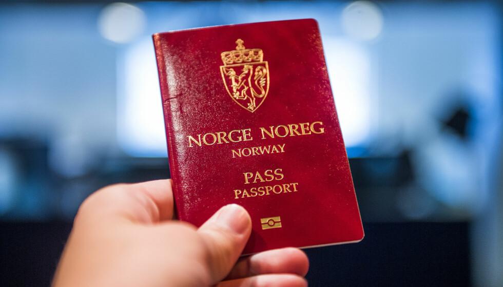 FÆRRE PASSKONTOR: Dersom Politidirektoratet får det som de vil, kan antallet passkontor i Norge reduseres fra 141 til 72 utstedelsessteder. Forslaget behandles på Stortinget 15. juni. Foto: Jon Olav Nesvold/NTB Scanpix.