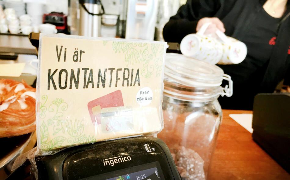 KONTANTFRITT: Det er andre regler for om butikkene kan takke nei til kontantene dine i Sverige og Danmark, enn i Norge. Foto: Ole Petter Baugerød Stokke
