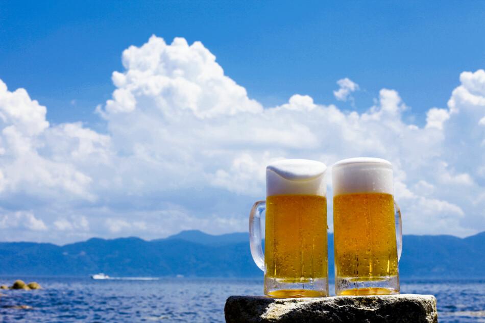 KALD ØL ELLER ANNEN DRIKKE? Her er fem smarte tips til hvordan du kan få øl eller annen drikke kald på 1-2-3. Foto: Shutterstock/NTB scanpix