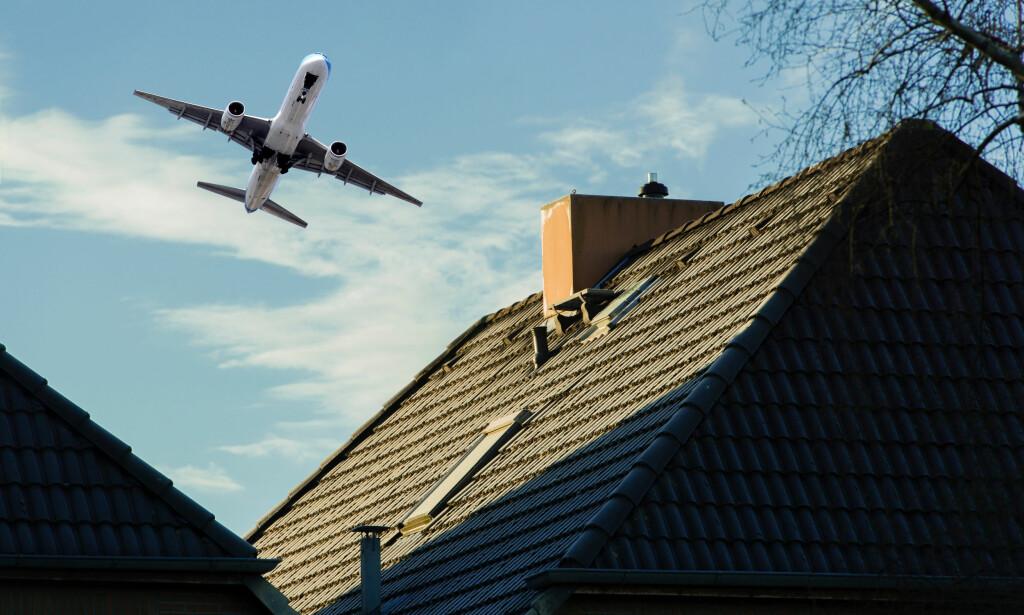 STØY: Ifølge takstmann Finn Stedjan kan støy, for eksempel hvis du bor i nærheten av en trafikkert flyplass, redusere boligverdien fra 100.000 kroner og oppover. Foto: Shutterstock/NTB Scanpix.