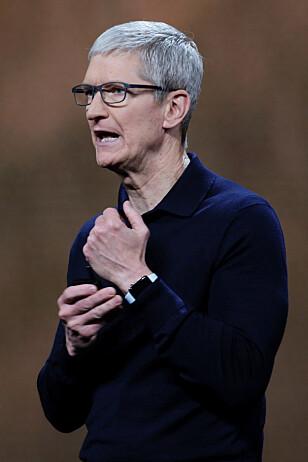 SATSER VIDERE: Apple Watch er nå den mest solgte smartklokka i verden, ifølge IDC. Til høsten får den flere nye funksjoner. REUTERS/Elijah Nouvelage