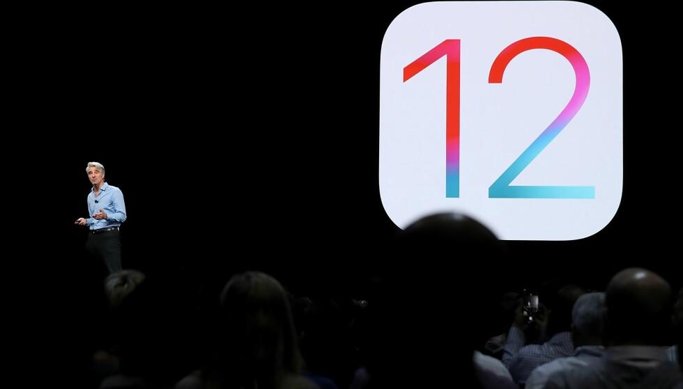 <strong>TOLVTE UTGAVEN:</strong> Snart slipper Apple den tolvte utgaven av iOS. Den store oppdateringen ble først annonsert på Apples årlige utviklerkonferanse, WWDC, i juni i år av Apples programvare-sjef, Craig Federighi. Foto: Justin Sullivan/Getty Images/AFP/NTB Scanpix