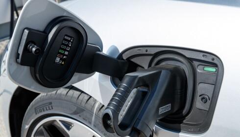HURTIGLADING: Med det kommende hurtigladernettverket med 100 kW-ladere, vil I-Pace kunne lades til 80 prosent på 40 minutter. Det vil ta cirka 90 minutter på en 50 kW hurtiglader, som er det vanlige i dag. Foto: Nick Dimbleby