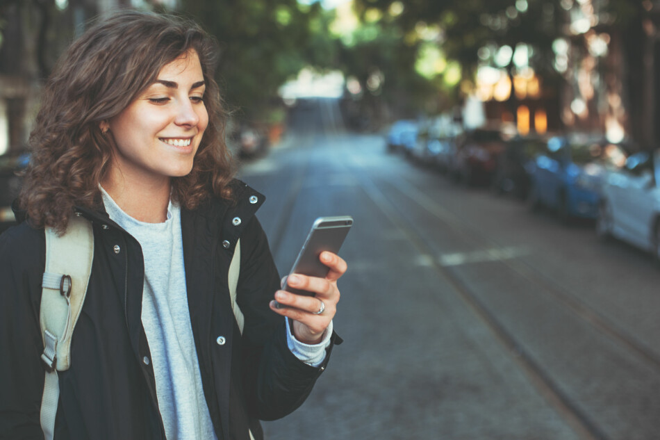 KUNDER SOM BYTTER: Å prøve å beholde kunder som ønsker å bytte abonnement, er ulovlig i Norge. Nå beskyldes Telenor for å fortsette med slik winback-salg, og Nkom truer dem med heftig straff. Foto: Shutterstock / NTB Scanpix