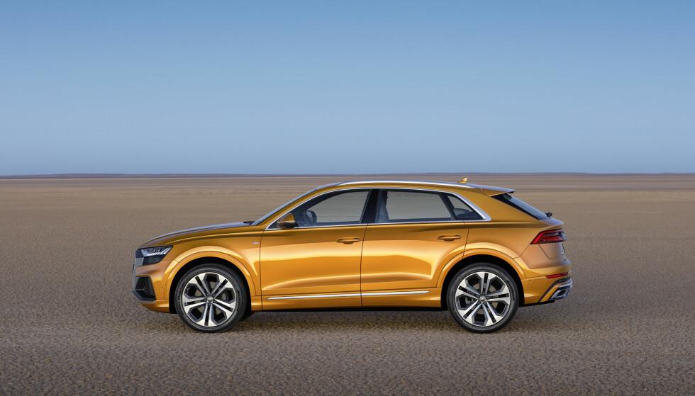 PRESTISJE-SUV: Proporsjonene skal gi et mindre brautende uttrykk hos Q8, som vil fremstå som mer raffinert enn den svære arbeidshesten Q7. Foto: Audi