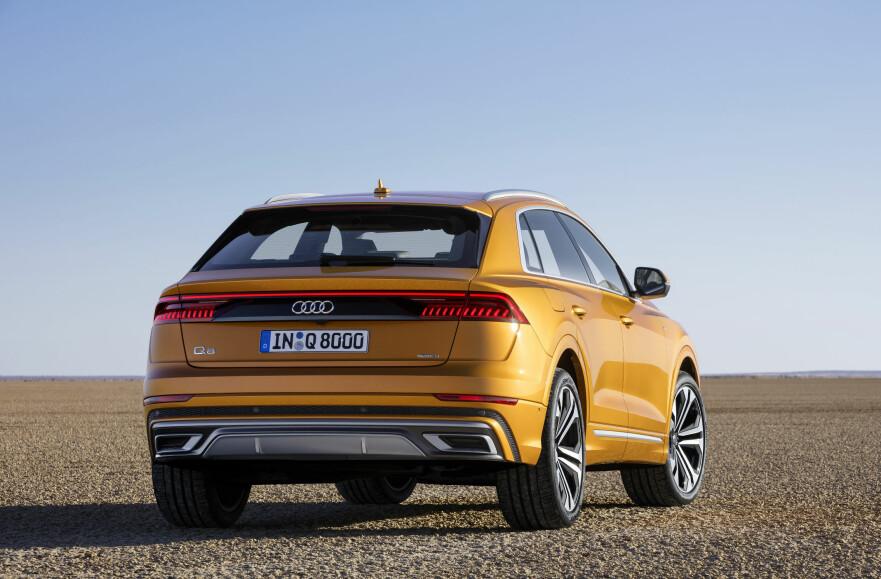RUVENDE: Med Q8 satser Audi på å befeste sin posisjon som premium-merke av rang. Den fem meter lange og hele to meter brede SUV-en preges av mer sporty design og noen mer eksklusive enn Q7. Foto: Audi
