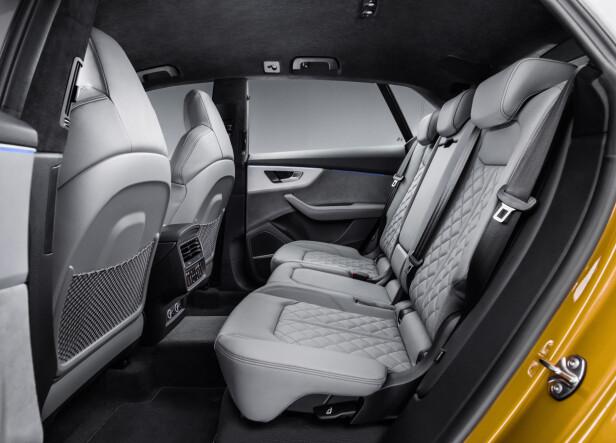 ROMMELIG: Selv om Q8 er en noe kortere og lavere bil enn Q7, skal det ikke skorte på plass på annen seterad. Foto: Audi