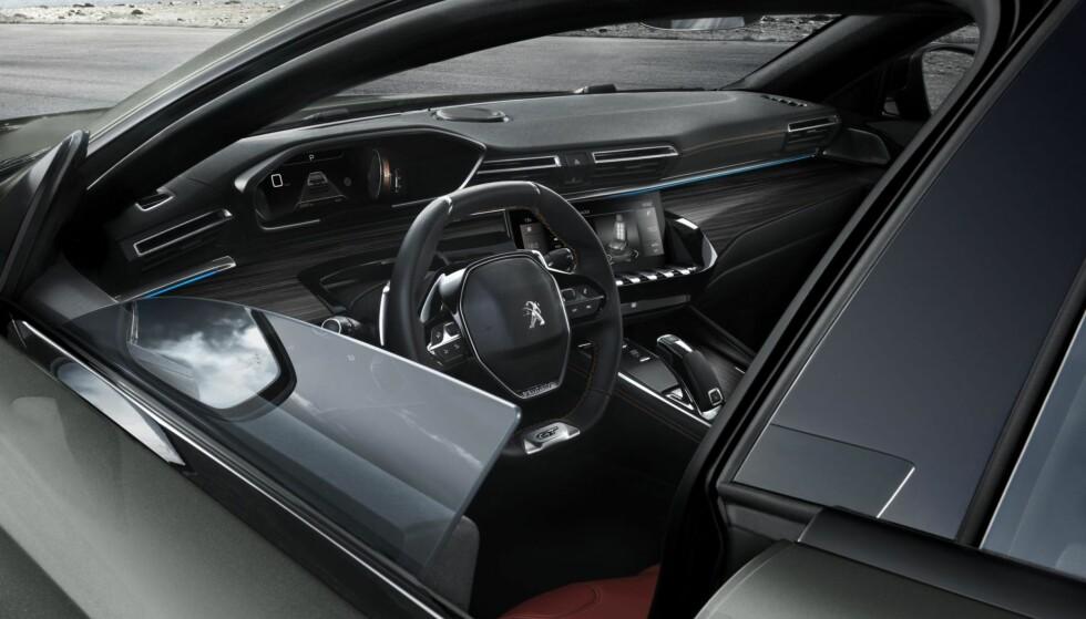 IKKE KJEDELIG: Peugeot kommer med en frekk stasjonsvogn. Foto: Peugeot