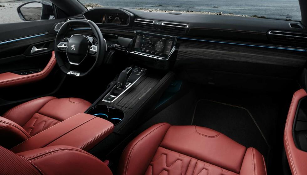 UTSTYR: Kanskje du lar deg friste av alt utstyret Peugeot har stappet bilen full av? Foto: Peugeot