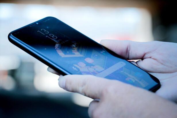 TAPER: Hadde det ikke vært så gode konkurrenter, kunne kanskje Asus Zenfone 5 fått et høyere terningkast. Men i en knallhard konkurranse når den ikke opp. Foto: Ole Petter Baugerød Stokke