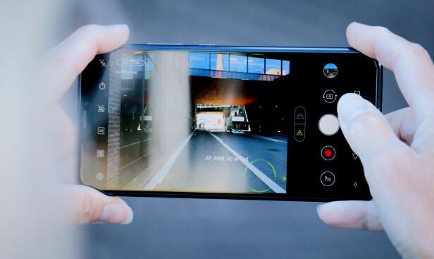 SKYT OG HÅP: Kameraet til Asus Zenfone 5 er dessverre verre enn vi håpet, og vidvinkel-modusen er morsom, men dårlig teknisk. Foto: Ole Petter Baugerød Stokke