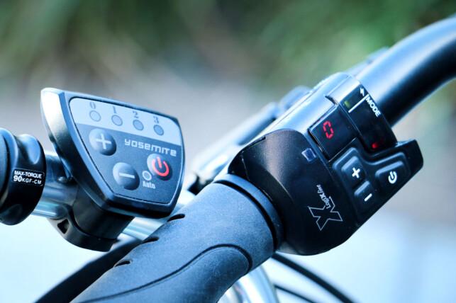 EFFEKT: Betjening for effekt på Biltemas sykkel (Yosemite) til venstre og Clas Ohlsons til høyre. På betjeningen til Asasklitt-sykkelen til Clas Ohlson, kan du også se hastigheten (der det står «0»). Foto: Ole Petter Baugerød Stokke