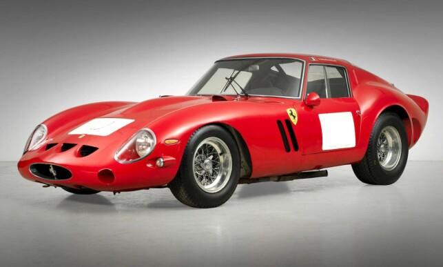 VERDENS DYRESTE: Dette eksemplaret av Ferrari 250 GTO ble i sin tid kjørt i løp av Jo Schlesser. I 2014 ble det solgt på auksjon i California. Foto: Bonhams