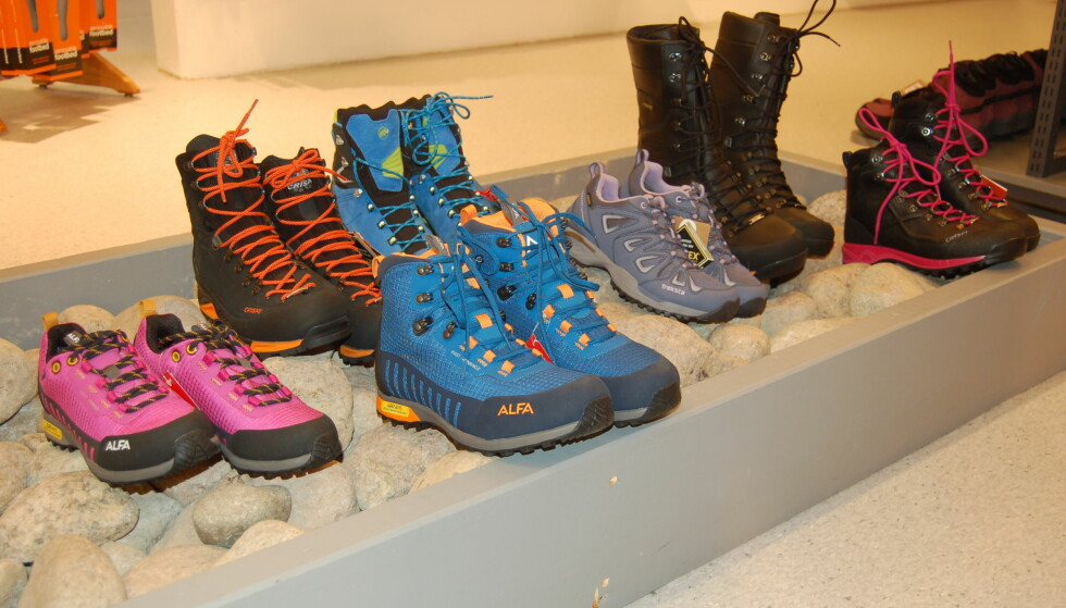 VELG RIKTIG: Det finnes mange ulike typer sko, det viktigste er å velge den som er riktig for deg, sier eksperten. Foto: Christina Honningsvåg.