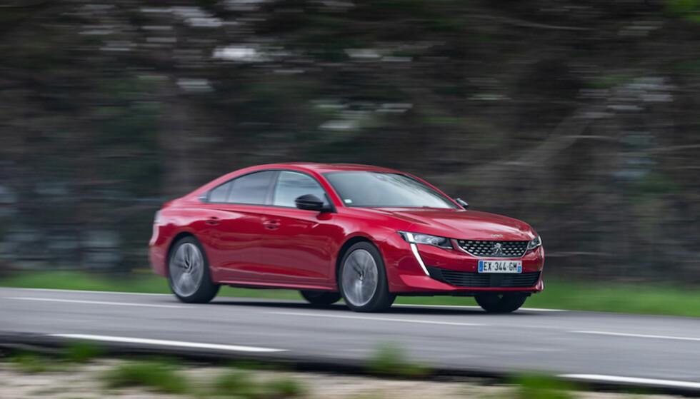 SPORTY: Et mer elegant, lavere og energisk kupéaktig utseende er Peugeots viktigste grep i kampen mot de stadig mer populære SUV-ene. Foto: Peugeot