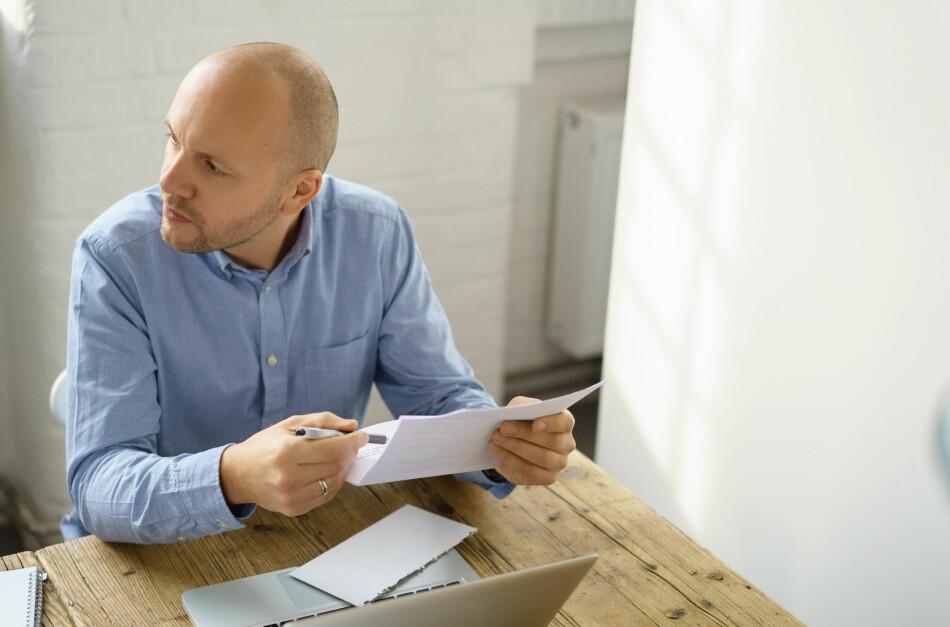 OPPLYSNINGSPLIKT: Dersom du får et brev fra Skatteetaten med spørsmål om hvem og hvor mange som bor i boligen din, har du plikt til å svare. Svarer du ikke, får du et nytt brev, men denne gangen med krav om at du må betale et gebyr på 10.170 kroner. Foto: Shutterstock/NTB Scanpix.