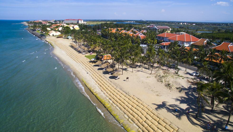BILLIG: På Cua Dai-standen i Hoi An, Vietnam, får du et rimelig sol- og sjøbad. Totalprisen for mat, drikke, solkrem og inngangsbillett er 126 kroner. Foto: Jimmy Tran/Shutterstock/NTB Scanpix.