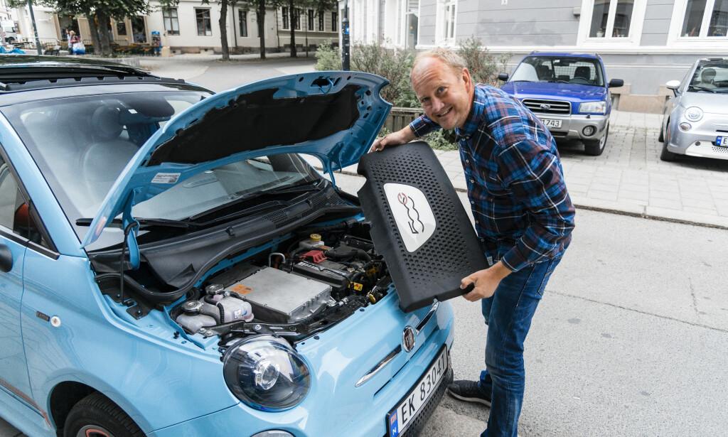 EL: Bensin og diesel er byttet ut mot en 112 hesters elektrisk motor i fronten. Det kler Fiaten godt. Foto: Jamieson Pothecary