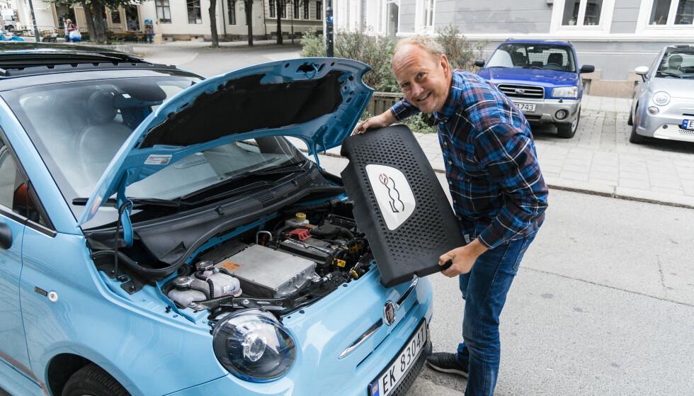 <strong>EL:</strong> Bensin og diesel er byttet ut mot en 112 hesters elektrisk motor i fronten. Det kler Fiaten godt. Foto: Jamieson Pothecary