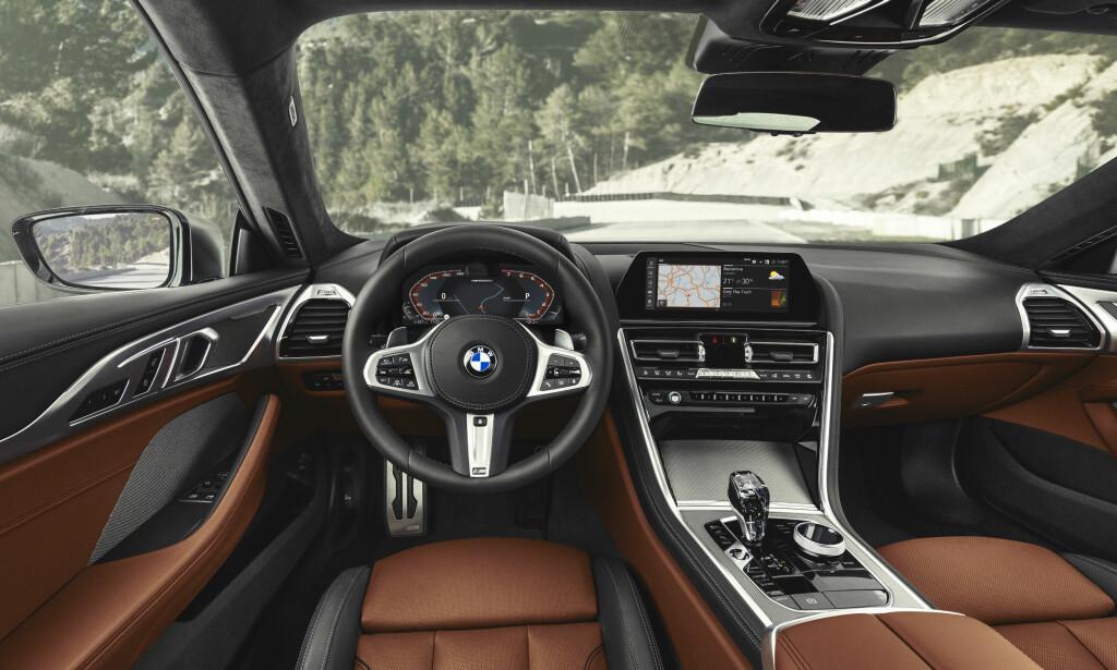 SPORTSLIG LUKSUS: Strammere linjer, tydeligere kontraster og logisk plassering av betjeningselementer hevder BMW gir nytt designspråk. Vi kjenner likevel igjen det vesentlige i dette bildet. Foto: BMW
