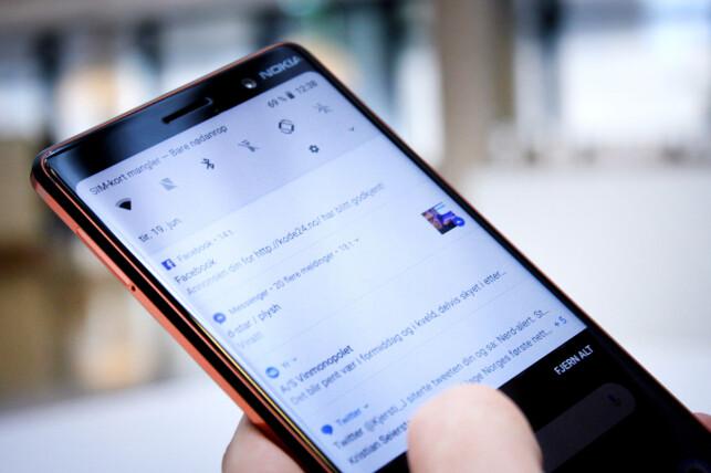 PERFEKT: Vi mener det ikke finnes noe særlig bedre på en Android-telefon enn ren Android. Der leverer Nokia 7 Plus, som er en Android One-mobil. Foto: Ole Petter Baugerød Stokke