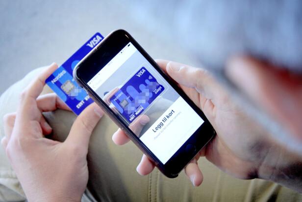 LEGG INN KORT: Du må legge inn kortet ditt i Apple Wallet-appen for at du skal kunne bruke Apple Pay. Foto: Ole Petter Baugerød Stokke