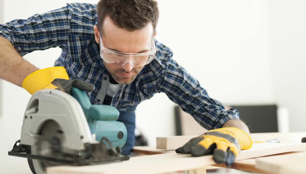 SPAR PENGER: Trenger du verktøy som du synes er for dyrt å kjøpe for en liten todagers jobb, kan du låne det gratis hos Clas Ohlson. Foto: Shutterstock / NTB Scanpix