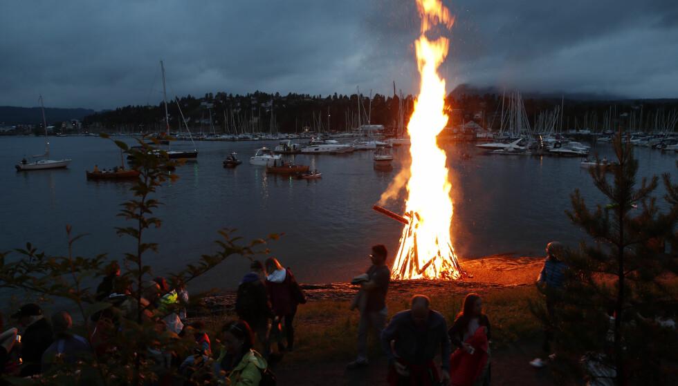 BÅLFEIRING: Fjorårets sankthansbål på Høvikodden. Foto: NTB Scanpix